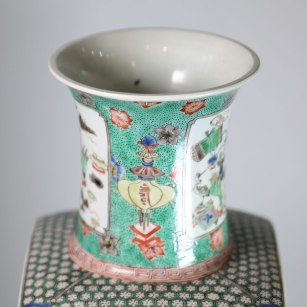 Chinese famille verte square-section tapering vase - image 7