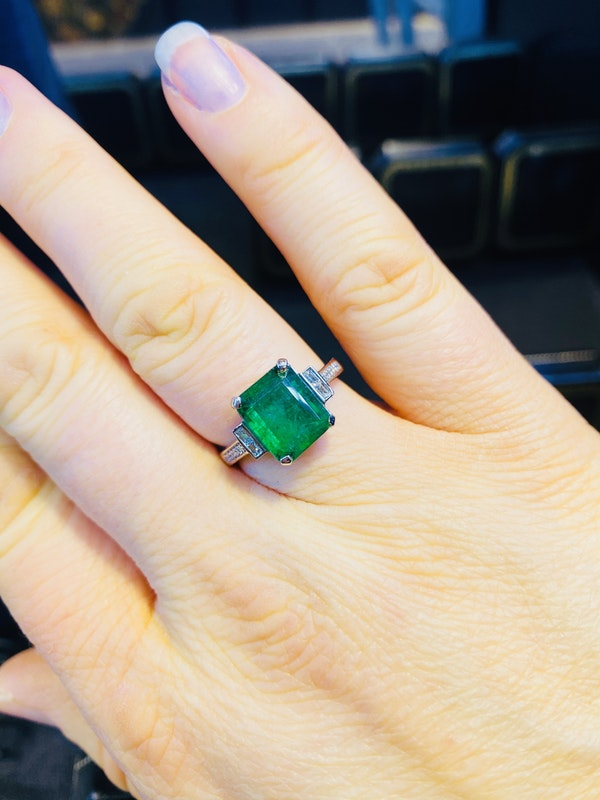 Platinum 3.90ct Natural Emerald Ring - image 2