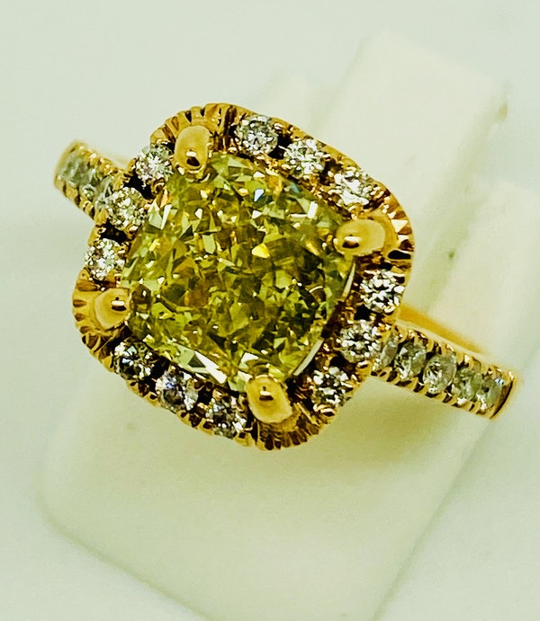 18K Yellow Gold 2.59ct Natural Fancy Yellow Diamond Ring - image 5