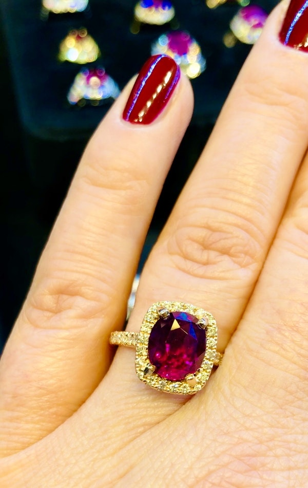 18K Yellow Gold 4.02ct Natural Ruby and 0.33ct Diamond Ring - image 7