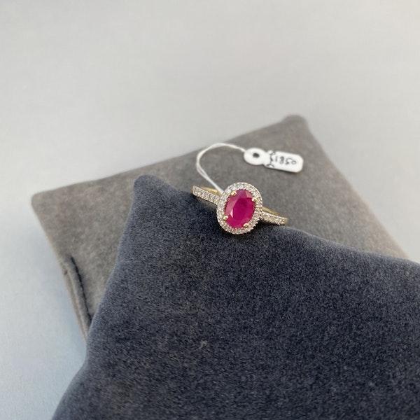 1980, 14ct White Gold Ruby & Diamond stone set Ring, SHAPIRO & Co - image 4