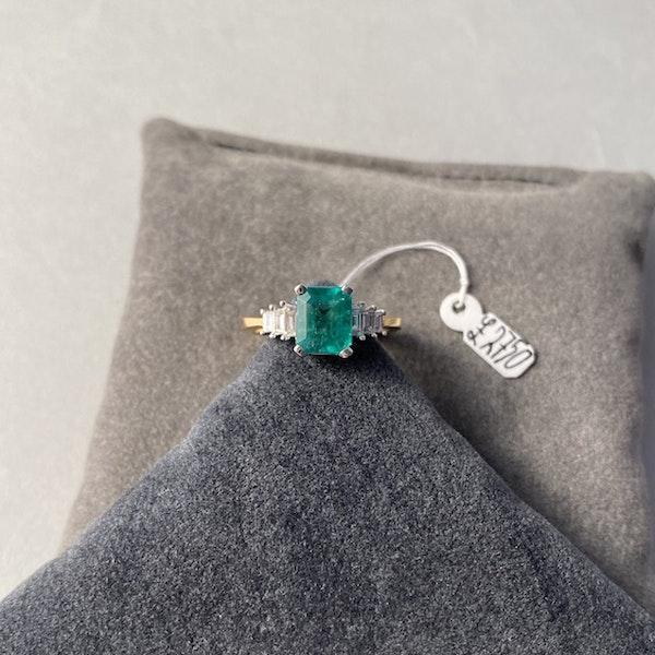 1980's, 18ct White/Yellow Gold Emerald & Diamond stone set Ring, SHAPIRO & Co - image 4
