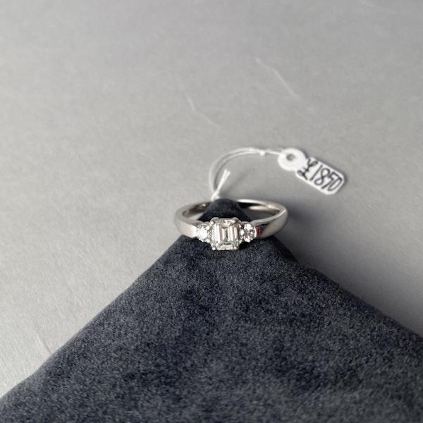 1980's, 18ct White Gold Emerald Cut & Brilliant Cut stone set Ring, SHAPIRO & Co - image 5