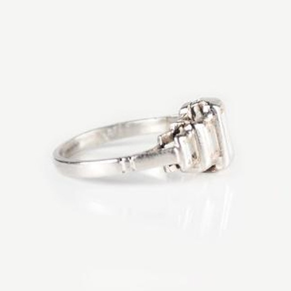 An Art Deco Diamond Platinum Ring - image 2
