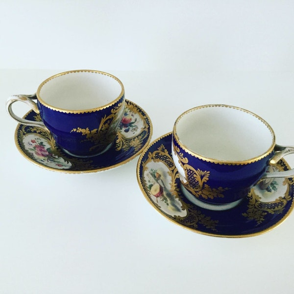Pair of Sèvres style cups and saucers - image 6