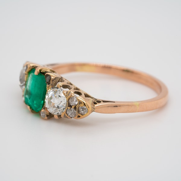 3 stone emerald and diamond ring - image 3