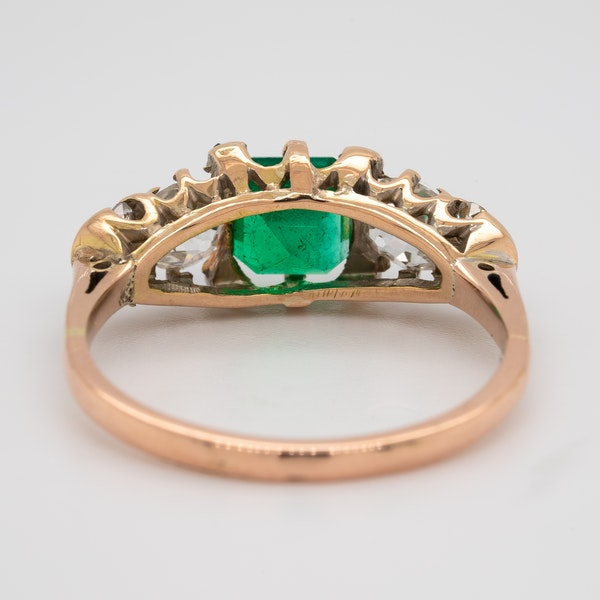3 stone emerald and diamond ring - image 4