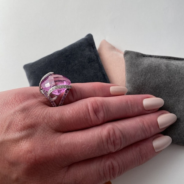 1980's, 18ct White Gold, Pink Topaz  and  Pink Sapphire  and  Diamond stone set Ring, SHAPIRO & Co - image 7