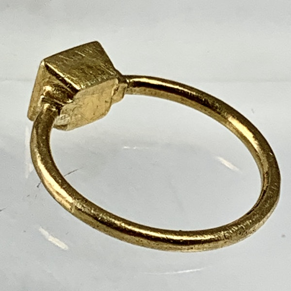 Fifteenth century gold ring with garnet - image 3