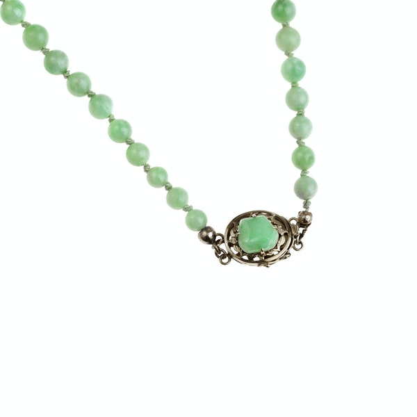 A Jade Necklace with 18ct Gold Clasp - image 3