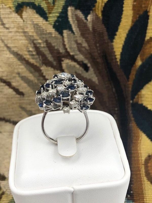 A very stylish 18 Carat White Gold, Sapphire and Diamond Cocktail Ring, English, Circa 2000. - image 3