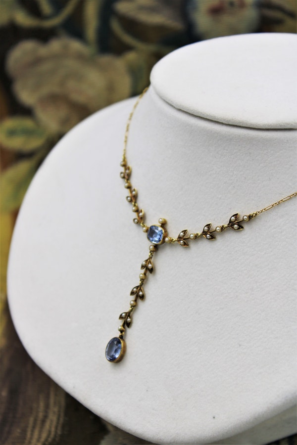 A very beautiful 15 Carat Yellow Gold (stamped) Natural Sapphire & Seed Pearl Demi-Necklace, Belle Époque \ Circa 1905 - image 1