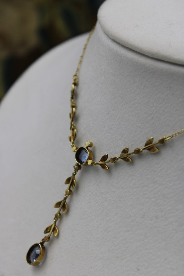 A very beautiful 15 Carat Yellow Gold (stamped) Natural Sapphire & Seed Pearl Demi-Necklace, Belle Époque \ Circa 1905 - image 3