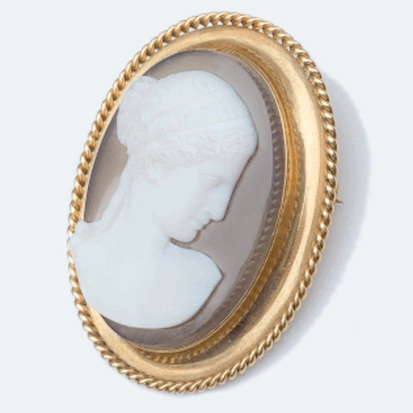 A Victorian Gold Mounted Agate Cameo Brooch - image 2
