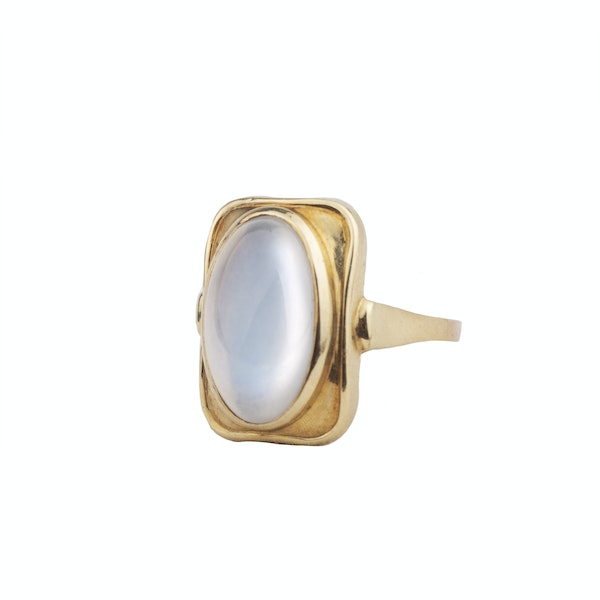 A 1940s Gold Moonstone Ring - image 2