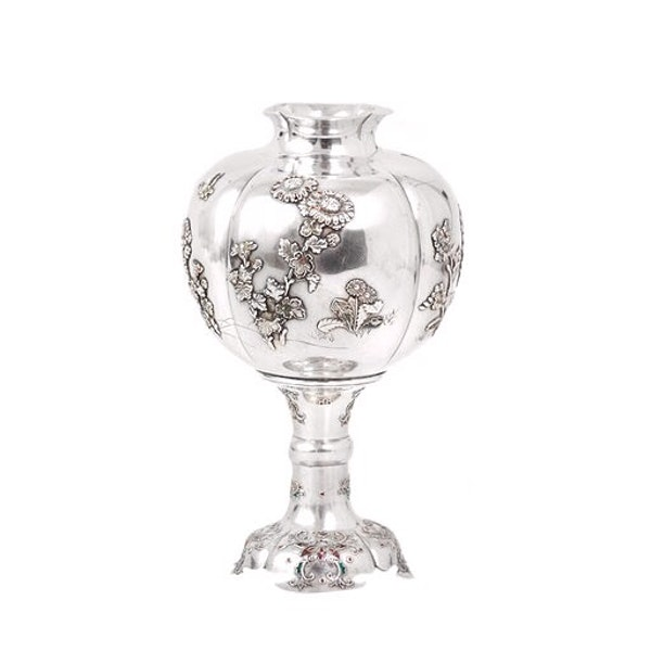 19th century Japanese silver vase - image 2