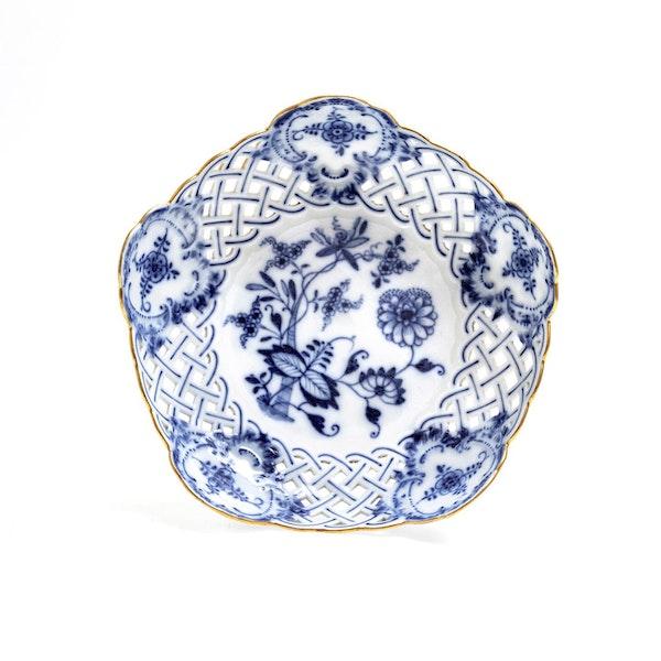 Meissen Onion pattern dessert wares - image 2