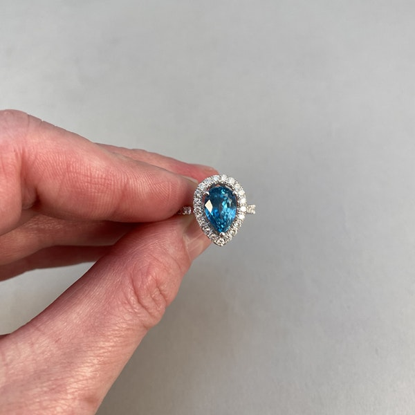 1980's, 14ct White Gold, Blue Zircon and Diamond stone set Ring, SHAPIRO & Co since1979 - image 4
