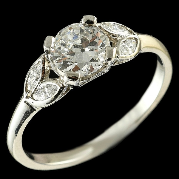MM6165r Platinum single stone  diamond ring.71pts with pear shaped  diamond shoulders 1910/30c - image 2