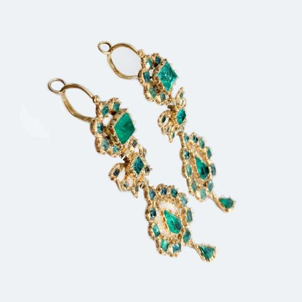 A pair of 1760 Iberian Emerald Drop Earrings - image 2