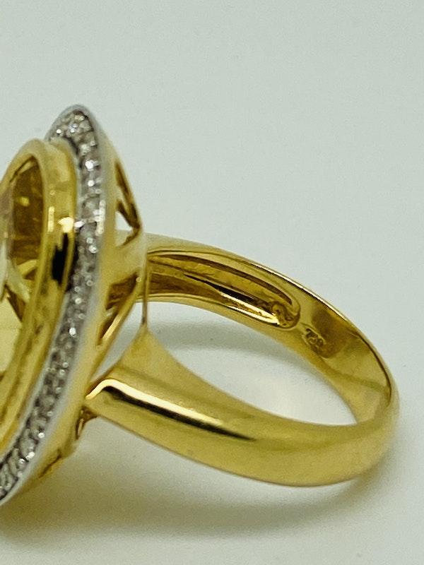 18K yellow gold 9.32ct Yellow Citrine and Diamond Ring - image 3