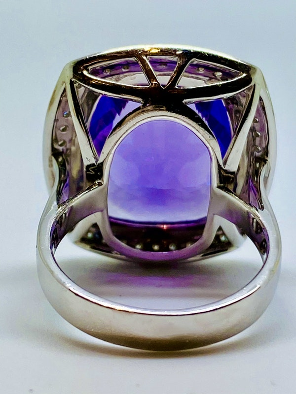18K white gold 10.32ct Amethyst and Diamond Ring - image 4
