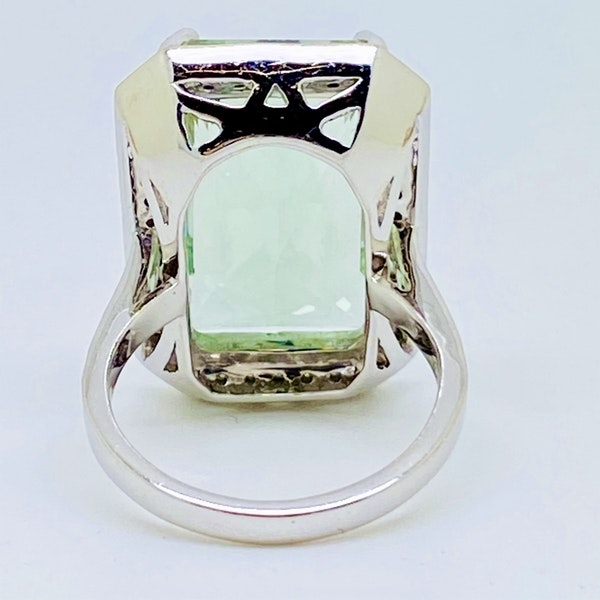 18K white gold 15.24ct Topaz and Diamond Ring - image 3