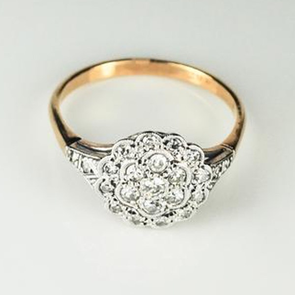 An antique Cluster Diamond Ring - image 1