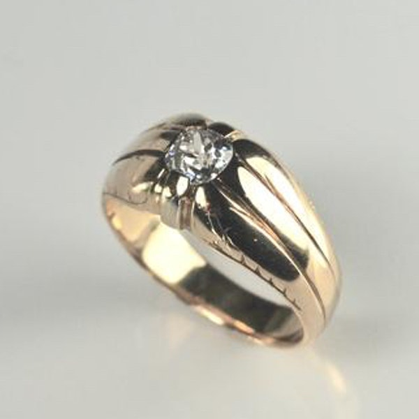 A 1940s Solitaire Diamond Ring - image 4