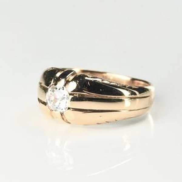 A 1940s Solitaire Diamond Ring - image 2