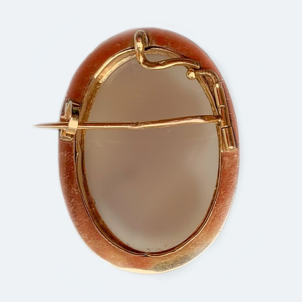 A Victorian Gold and Agate Cameo - image 4