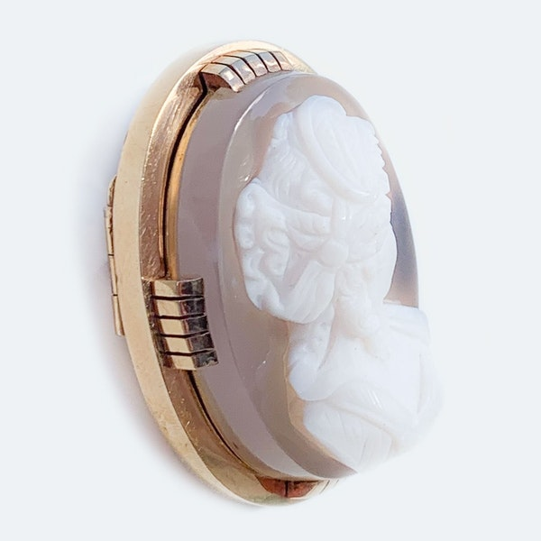 A Victorian Gold and Agate Cameo - image 3