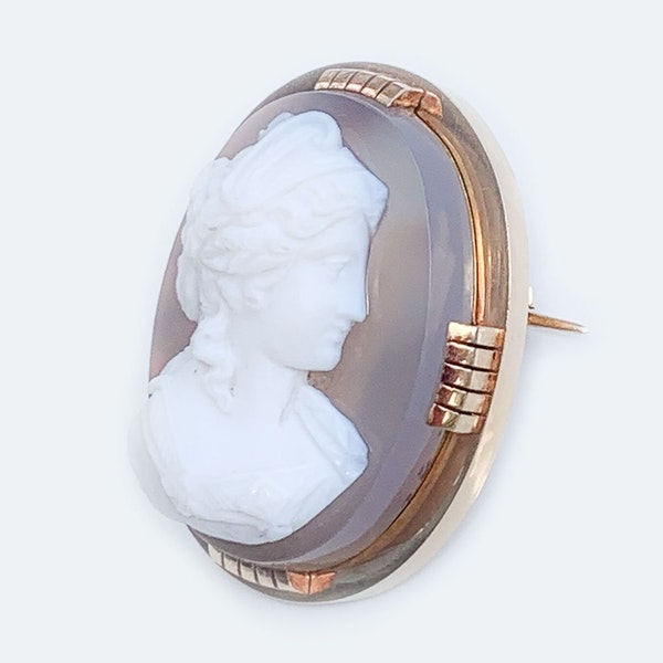A Victorian Gold and Agate Cameo - image 2