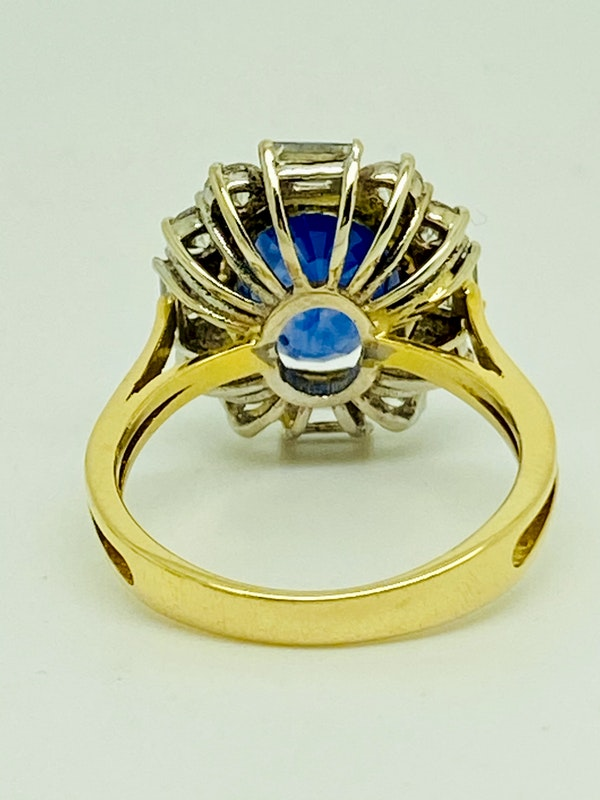 18K yellow gold 4.86ct Natural Blue Sapphire and 1.00ct Diamond Ring - image 3