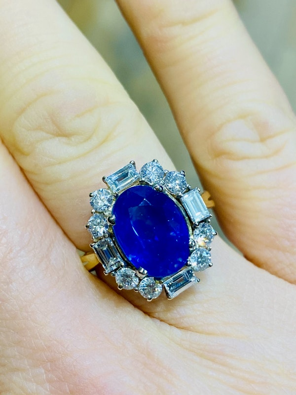 18K yellow gold 4.86ct Natural Blue Sapphire and 1.00ct Diamond Ring - image 4