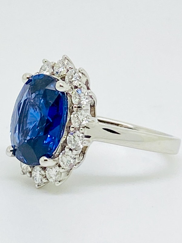 18K white gold 5.02ct Natural Blue Sapphire and 0.80ct Diamond Ring - image 2