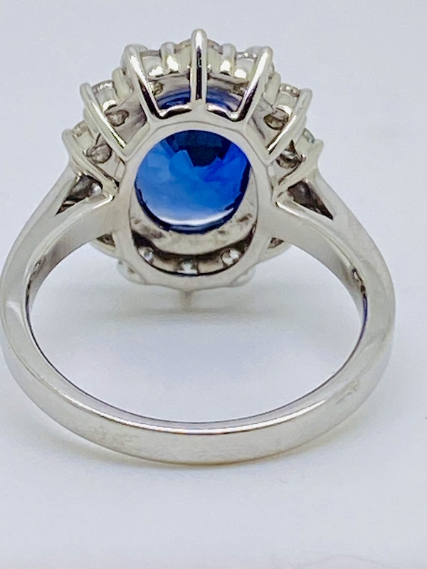 18K white gold 5.02ct Natural Blue Sapphire and 0.80ct Diamond Ring - image 3