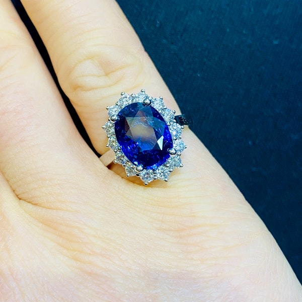 18K white gold 5.02ct Natural Blue Sapphire and 0.80ct Diamond Ring - image 4