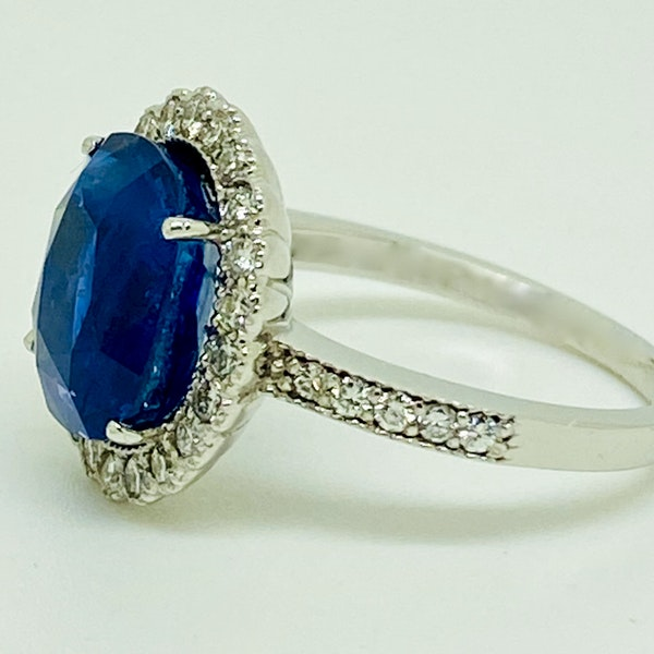18K white gold 5.46ct Natural Blue Sapphire and Diamond Ring - image 2