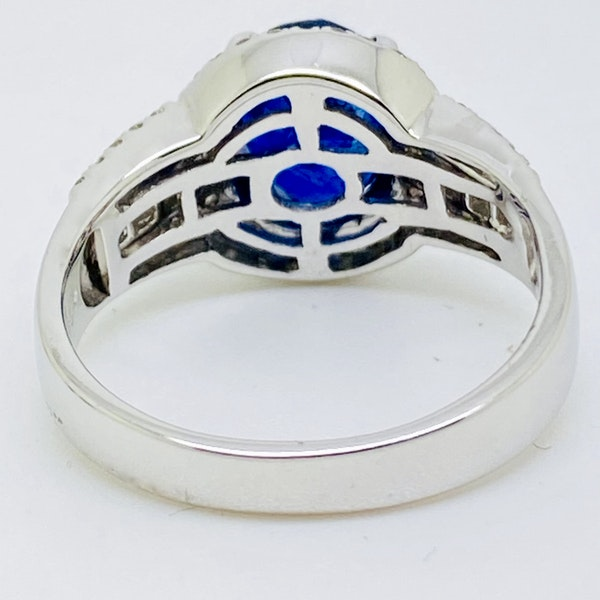 18K white gold 3.05ct Natural Blue Sapphire and 0.49ct Diamond Ring - image 3