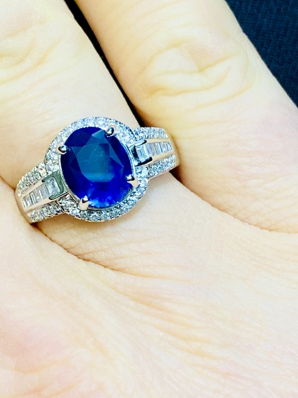 18K white gold 3.05ct Natural Blue Sapphire and 0.49ct Diamond Ring - image 4