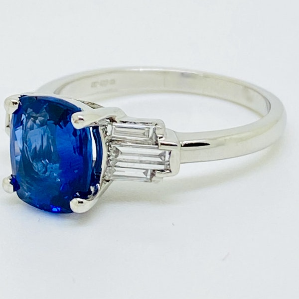 18K white gold 2.54ct Natural Blue Sapphire and 0.45ct Diamond Ring - image 2