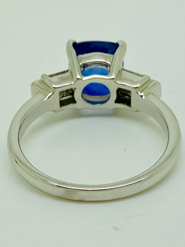 18K white gold 2.54ct Natural Blue Sapphire and 0.45ct Diamond Ring - image 3