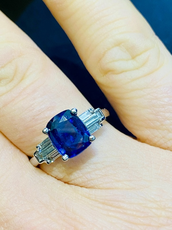 18K white gold 2.54ct Natural Blue Sapphire and 0.45ct Diamond Ring - image 4