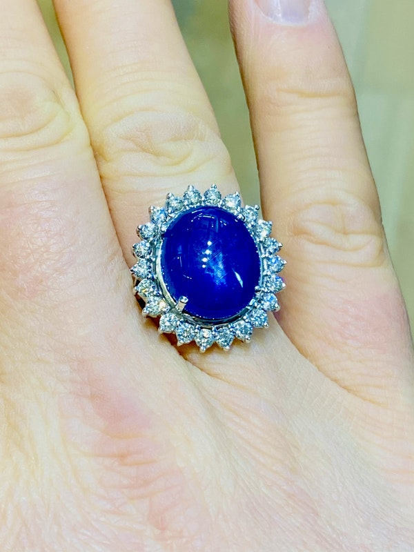 18K white gold 11.90ct Natural Cabochon Blue Sapphire and Diamond Ring - image 6