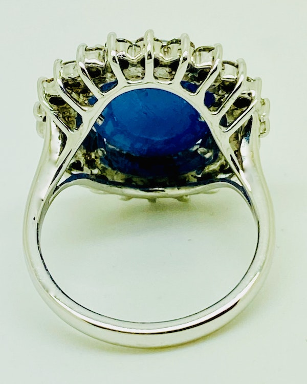 18K white gold 11.90ct Natural Cabochon Blue Sapphire and Diamond Ring - image 3