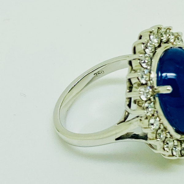 18K white gold 11.90ct Natural Cabochon Blue Sapphire and Diamond Ring - image 5