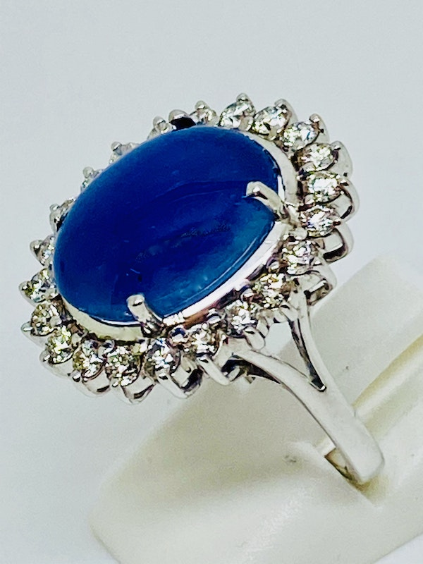 18K white gold 11.90ct Natural Cabochon Blue Sapphire and Diamond Ring - image 2