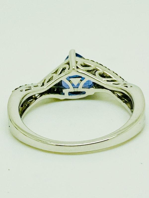 14K white gold Tanzanite and Diamond Ring - image 4