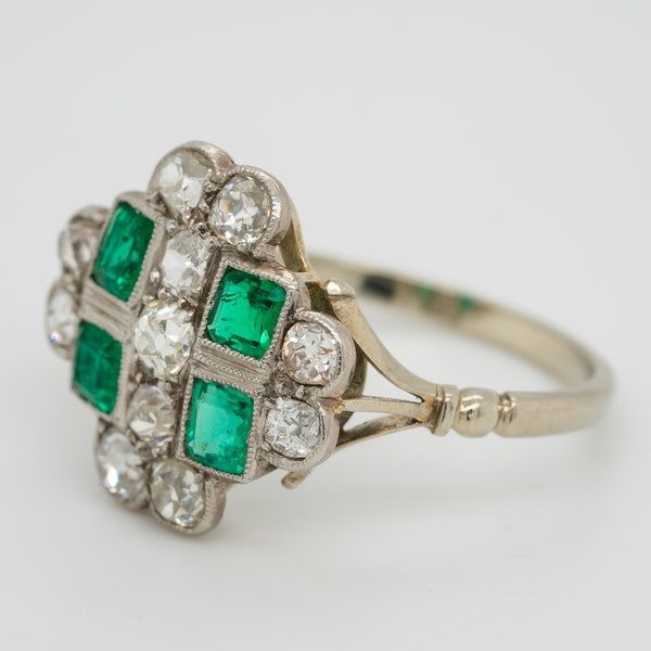 Emerald and diamond tablet shape Art Deco cluster ring - image 3